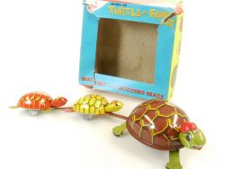 AHI Azrak-Hamway Turtle and Family Schildkröte Uhrwerk Japan OVP