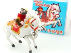 MS 764 Monkey riding Horse Affe auf Pferd Blech älteres China OVP SG