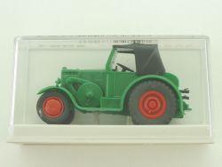 Brekina 39300 Lanz Eil Bulldog Traktor grün Faltdach 1:87 OVP
