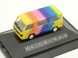 Herpa Mercedes-Benz Museum 100D Tropfen Regenbogen PC Vitrine OVP
