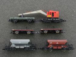 Minitrix 5x Güterwagen z.B.aus Set 1024 Kranwagen Arbeitszug
