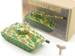 MS 474 Sherman Tank Tin toy Wind Up Uhrwerk China Tank  OVP