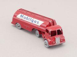 Matchbox M-8-A Major Pack Thornycroft Mobilgas Petrol Tanker