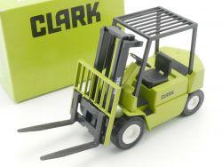 Conrad 2972 Clark Gabelstapler Flurförderfahrzeug grün 1:25  OVP