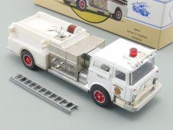 Corgi 98451 Classics Mack CF Pumper Berwick Fire Defender OVP