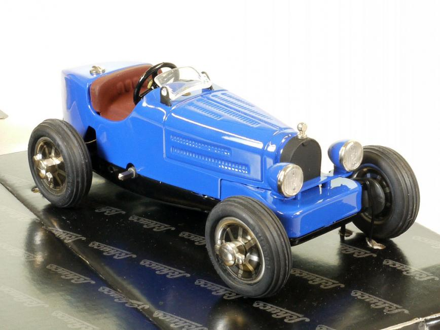 Schuco Studio IV Bugatti blau # 01740